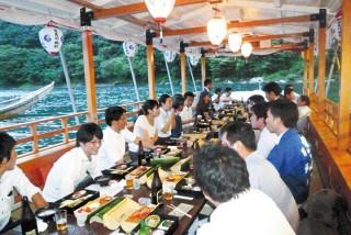 鵜飼観覧船での食事や宴会