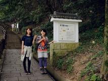 金華山ロープウェー山麓駅東側に 登り口が。