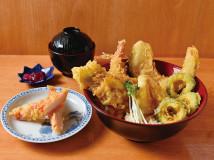 すえひろ天丼880円(税込)、カニ太郎160円(税込)